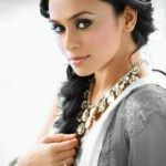 Amruta Khanvilkar Cinema Actress