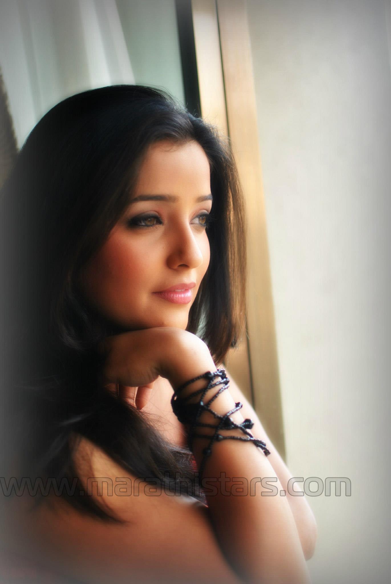 Apurva Nemlekar Marathi Actress Photos Biography