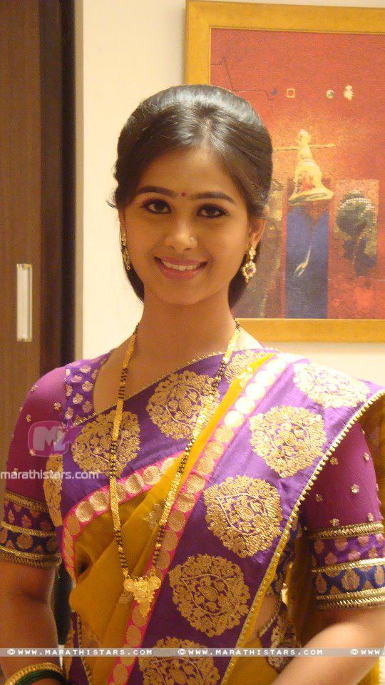 Mrunal Dusanis Marathi Actress Photos Wallpapers Biography-2679