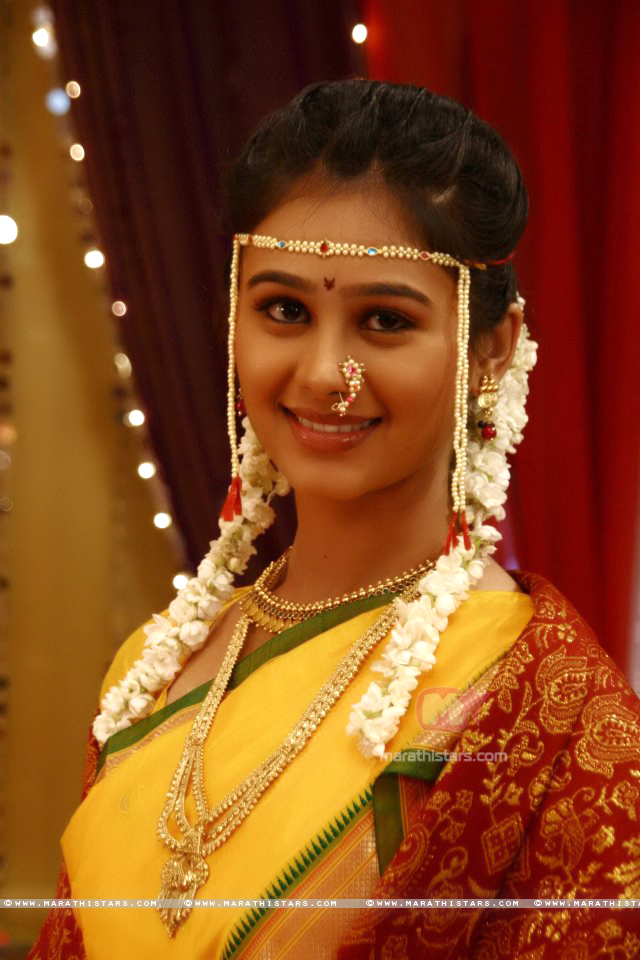 Marathi Bridal Makeup And Hairstyle : The gallery for gt marathi bride hairstyle