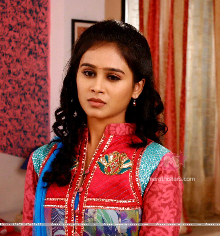 Mrunal dusanis marathi actress photos wallpapers biography mrunal dusanis marathi actress in saree 6 thecheapjerseys Images