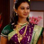 mrunal-dusanis-marathi-actress-in-saree-4