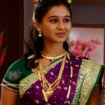 mrunal-dusanis-marathi-actress-in-saree-4