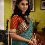 mrunal-dusanis-marathi-actress-in-saree-7