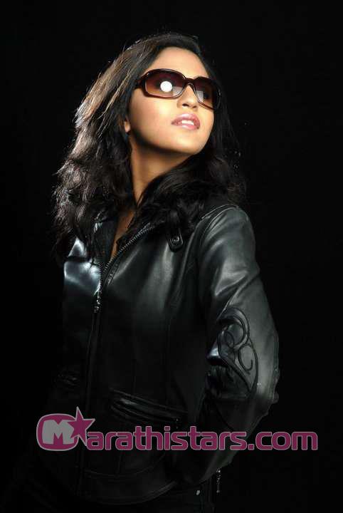 mrunmayee-deshpande-marathi-actress-photos