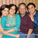 neha-gadre-with-family