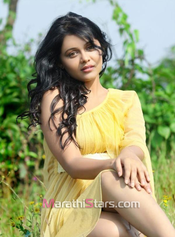 marathi-actress-prarthana-behere-photos