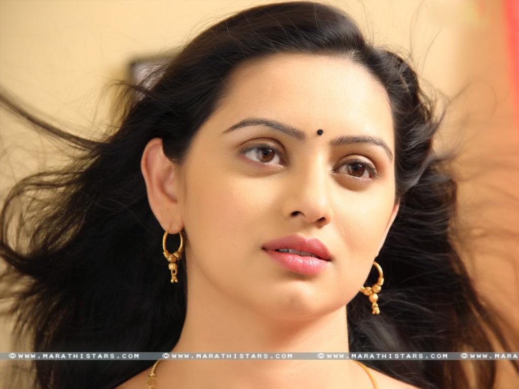 Shruti Marathe Marathi Actress Photos  Biography -3120