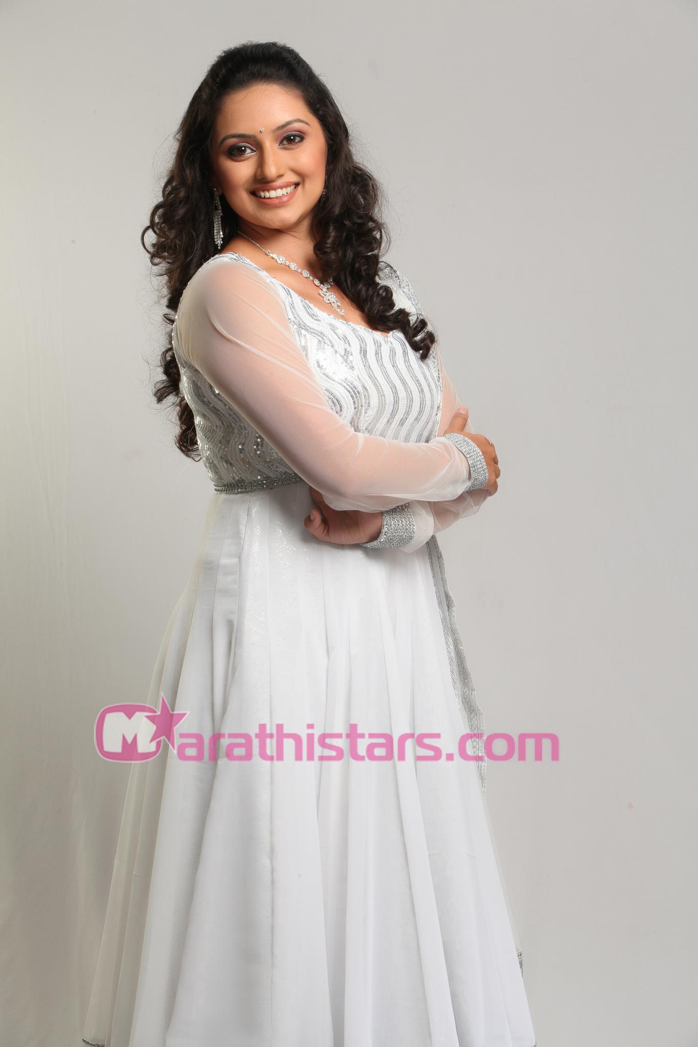 Shruti Marathe Marathi Actress Photos  Biography -6681