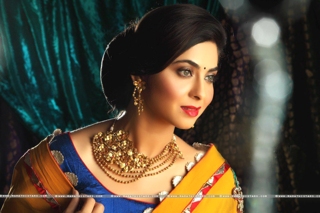 Marathi actress Sonali Kulkarni New Photos,wallpapers
