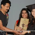sonalee-kulkarni-taking-certificate-from-atul