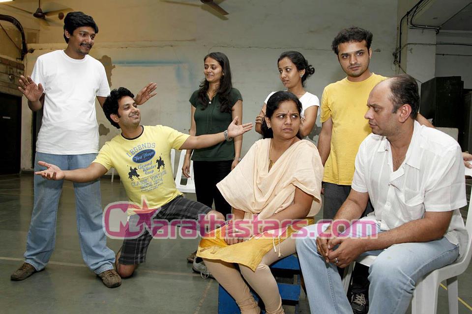 gandhi aadva yetomarathi natak cast photos marathi