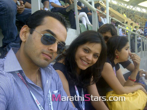 saurabh gokhale watching cricket match with anuja sathe neha gadre