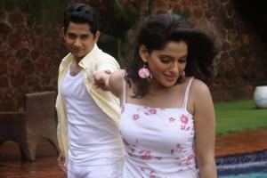 Priya Bapat & Umesh kamat in Time Please